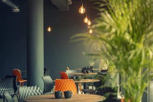 a-modern-and-cozy-atmosphere-in-the-on-site-restaurant-10